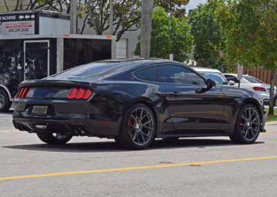 ford-mustang-black-002